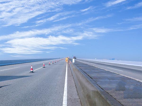 广州南沙港高速路水泥护栏氟碳涂装